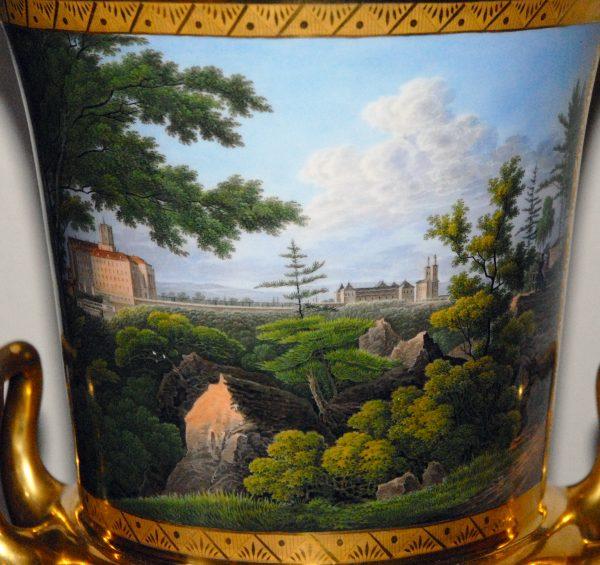 """Kratervase der Königlichen Porzellan-Manufaktur Berlin mit Ansicht aus Schlesien """"Schloß Fürstenstein bey Freyburg in Schlesien"""", um 1820"""
