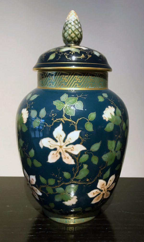 Zwei Deckelvasen mit asiatischem Dekor, KPM Berlin um 1885
